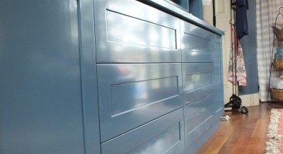 Touch-to-open drawers