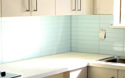 Glass tile splashbacks