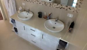 custom bathroom vanities to suit your budget