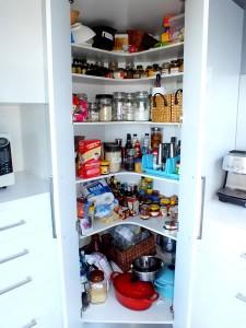Corner pantry unit