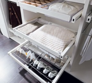 Pull-out wardrobe system